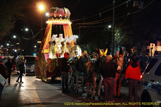 King float drawn by horseback - photo by Jules Richard