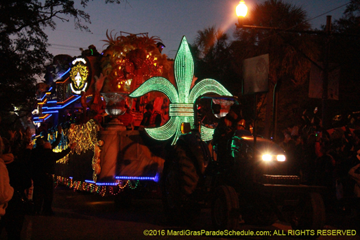 Throw till it hurts, krewe of Endymion - photo by Jules Richard