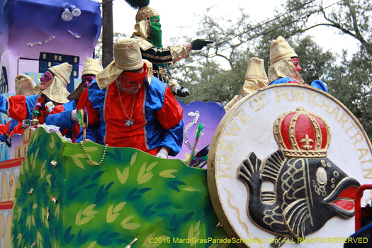 Throw me something Mister! Mardi Gras New Orleans - photo by Jules Richard
