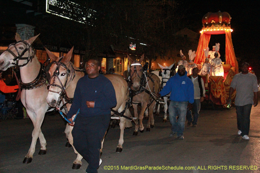 King float 2015 - float is unique being pulled by mules - photo by Jules Richard