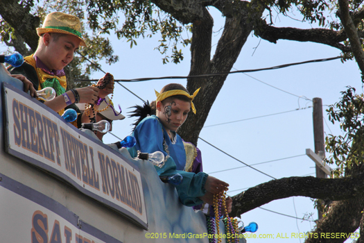 Here comes the Krewe of Alla! - photo by Jules Richard